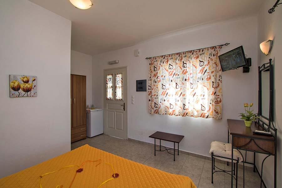 Hotel in Milos Akrothalassia – Rooms 11