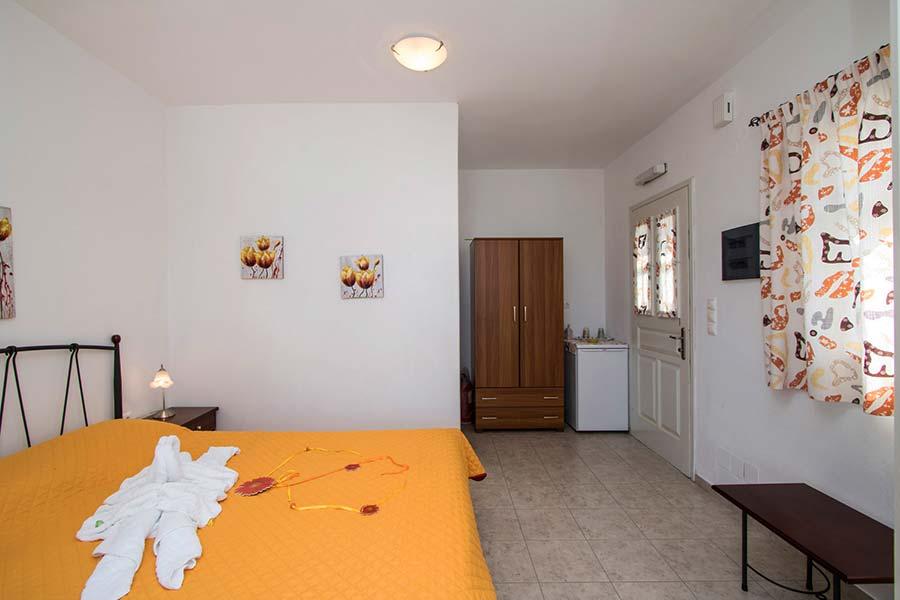 Hotel in Milos Akrothalassia – Rooms 12