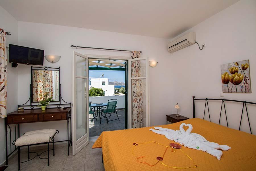 Hotel in Milos Akrothalassia – Rooms 13