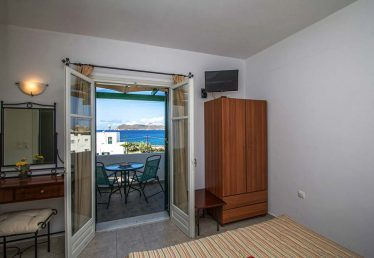 Hotel in Milos Akrothalassia – Rooms 3