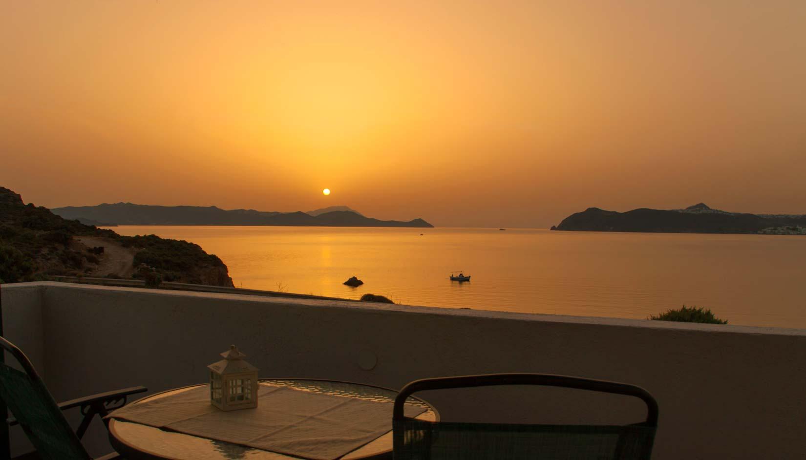 Hotel in Milos - Sea View Rooms in Milos